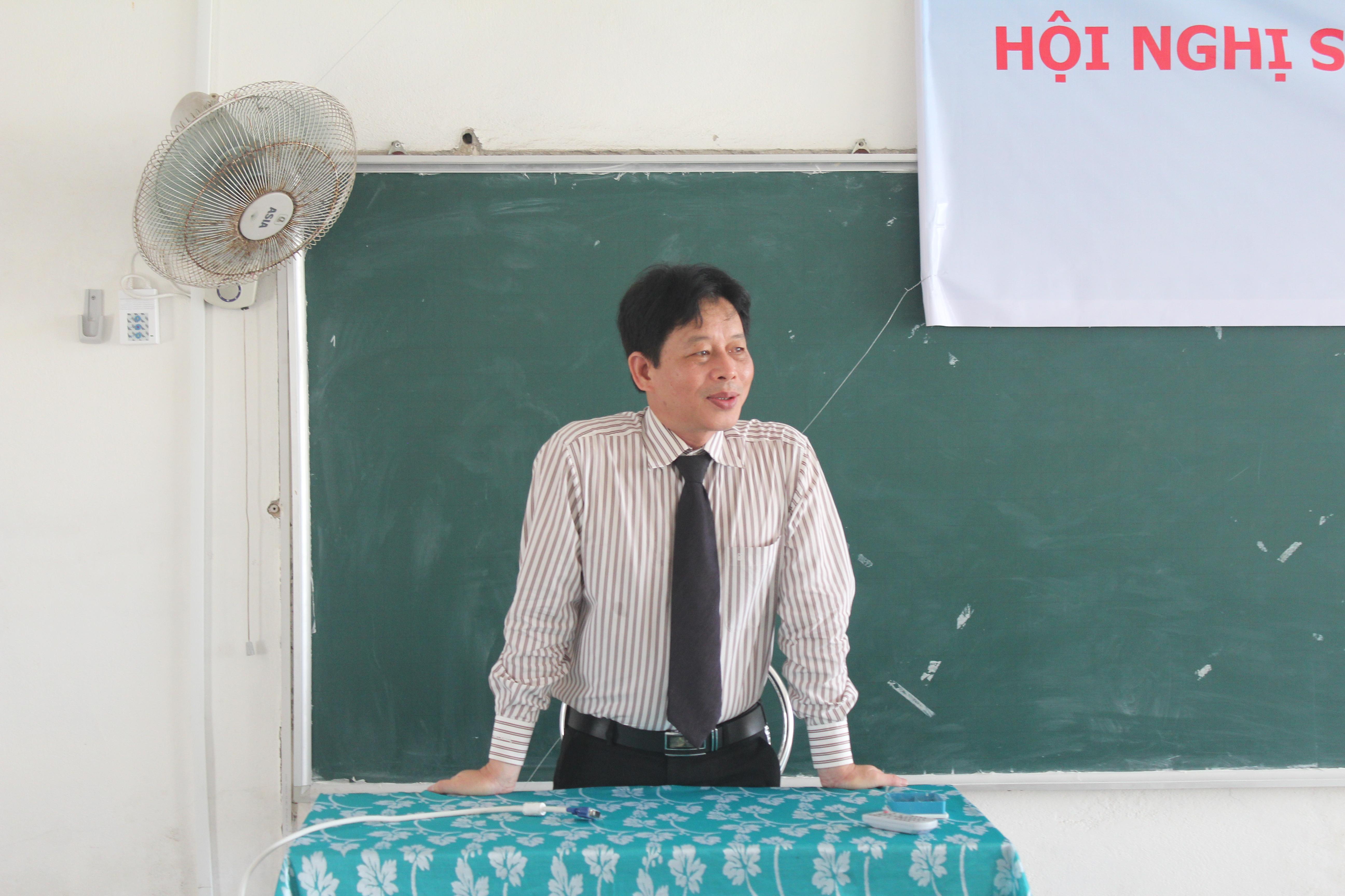 GS.TS Nguyễn Trường Sơn nhận xét buổi hội nghị sinh viên nghiên cứu khoa học